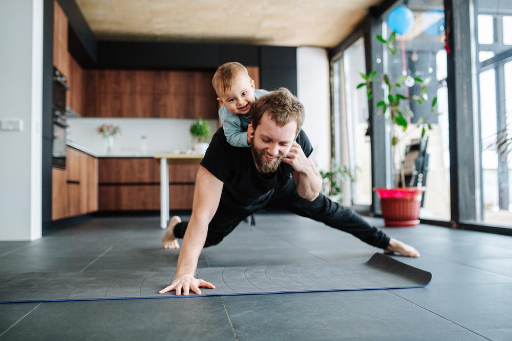 pai fazendo flexão