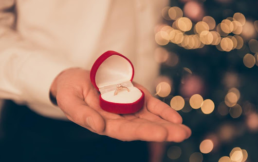 The Do's and Don'ts of Proposing During the Holidays