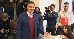 Pedro Sánchez, el primer candidato en votar.