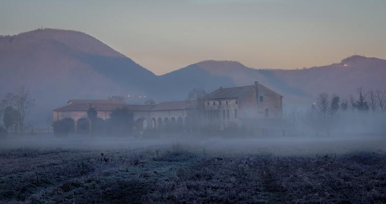 casolare nella nebbia di aliscaforotto