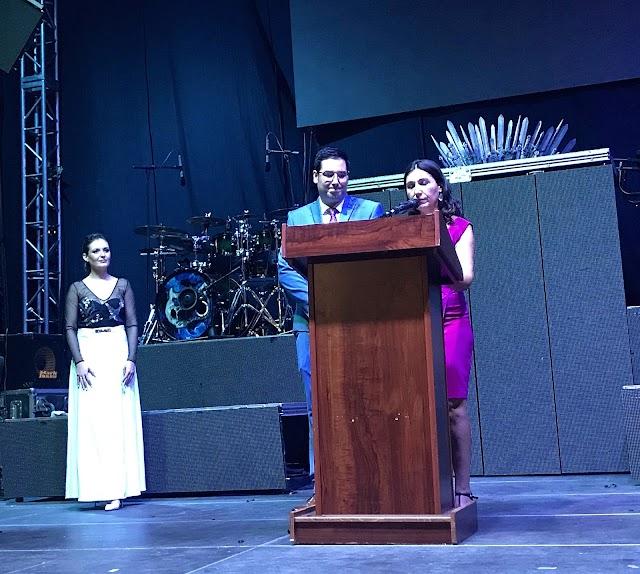 El alcalde, José Díaz, y la pregonera de la Feria y Fiestas, Loli Muñoz.