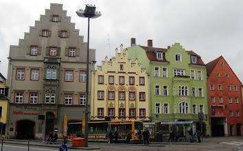 Photo: Nesoulad velikosti, tvarů a barev domů