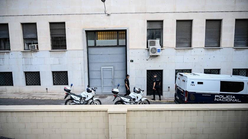 Traslado de detenidos en la Audiencia Provincial de Almería