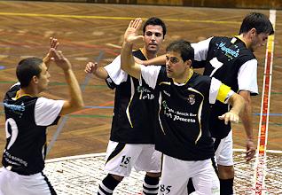 Photo: O golo do capitão do Caldas foi muito comemorado