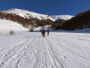 Photo: Grande affluenza di skialp diretti al S Lorenzo.Noi andremo al Borghese.