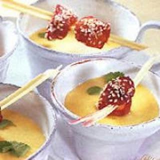 Mango-Kokossuppe mit Geflügelspießen