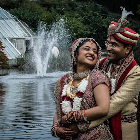A happy couple! by Shivaang Sharma - Novices Only Portraits & People ( love, water, wedding, happy, fountain, indian, india, couple, people )