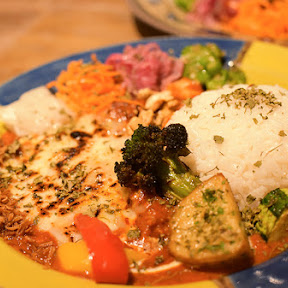 「Mikazuki Curry SAMURAI.」の超絶フォトジェニックなスパイスカレー