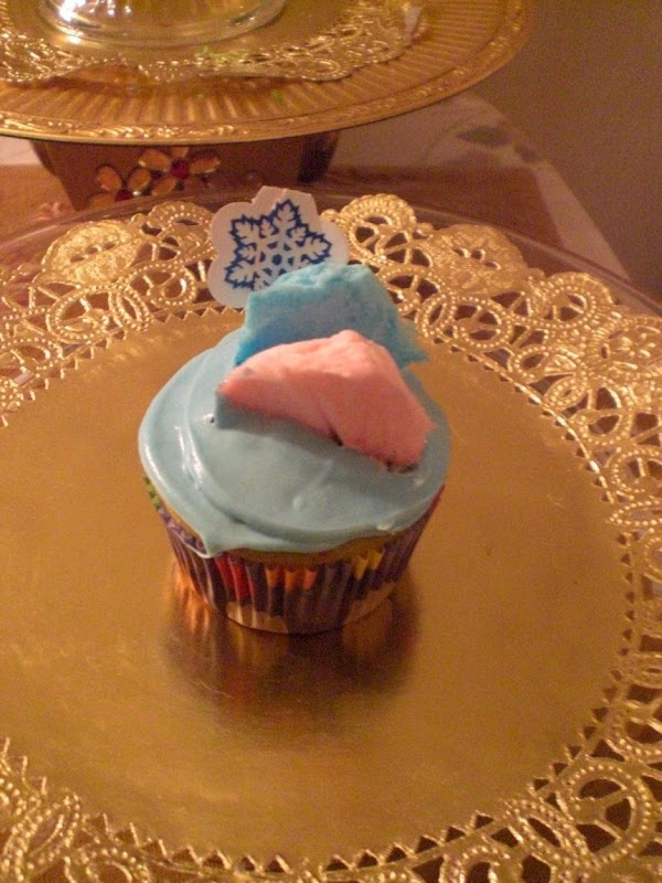 Heat oven to 350 'F and put baking cups in cupcake pan. Sift together flour,...