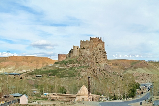 Travel: Castles in Eastern Turkey: Hoşap Kalesi, Hoşap