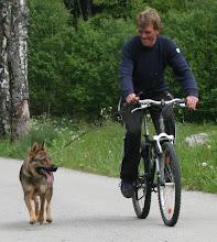 Photo: Tasha 3,5 år og Cato under sykkelprøven (AD/UHP)