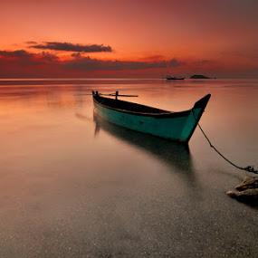 mutar sikit by Rawi Wie - Transportation Boats
