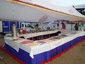 Photo: 20m langer Buffet-Tisch