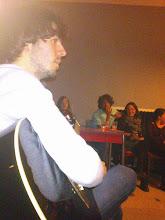 Photo: Leyendo en diálogo con las composiciones acústicas de Riccardo