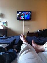 Photo: Trætte på hotellet med fjernsyn i fodenden