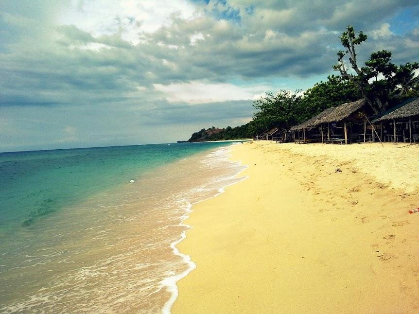 Keheningan Pantai Pasir Putih Lhok Me