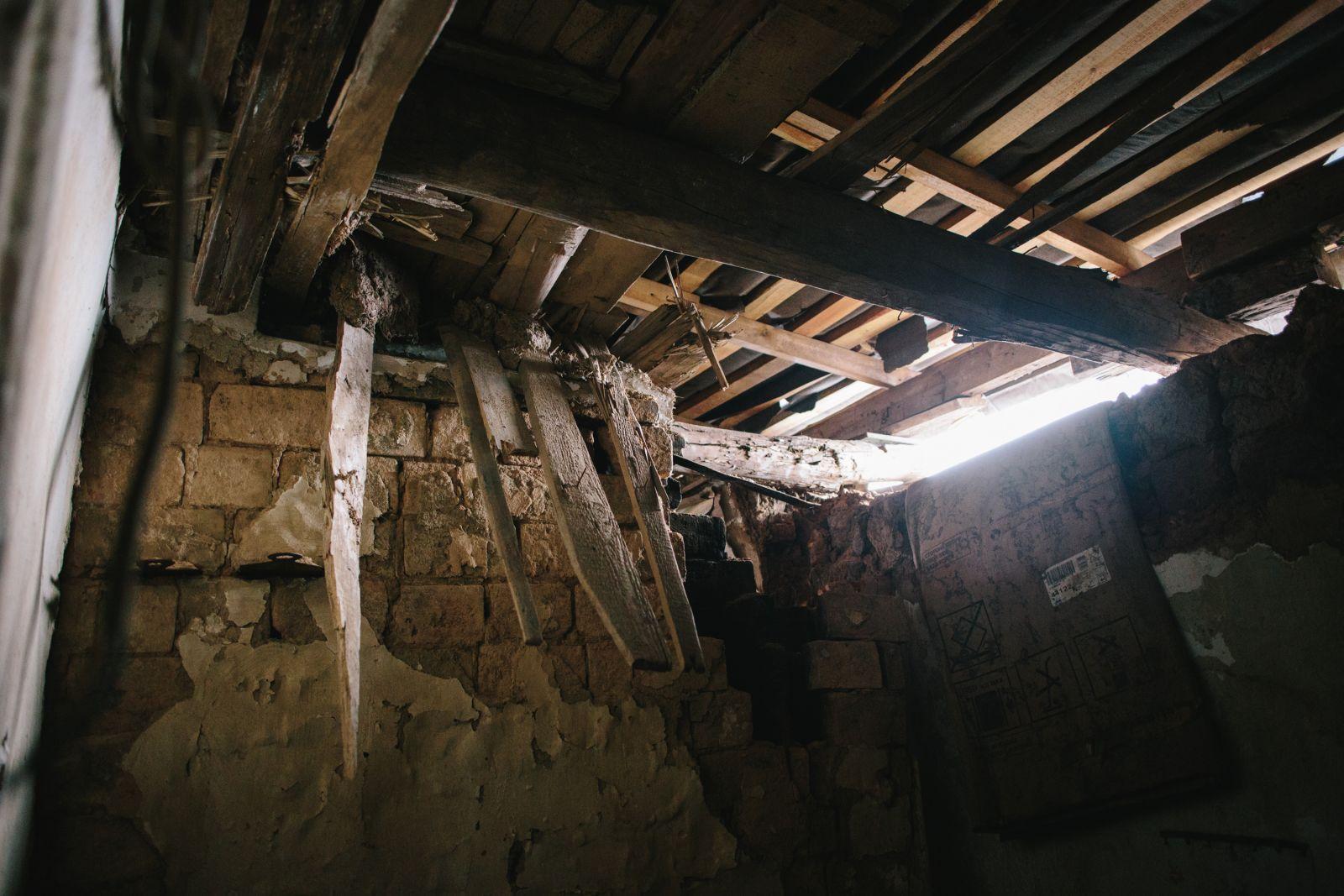 Накануне войны Александр с женой сделали в доме ремонт, после попаданий снарядов от него остались только стены