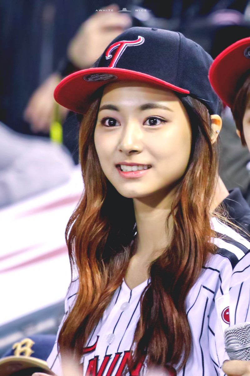 tzuyu in hat 4