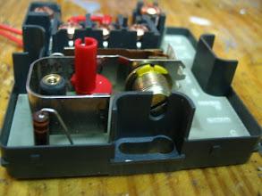 Photo: Tornillo de ajuste, para calibrar la temperatura, está regulado a 5 grados