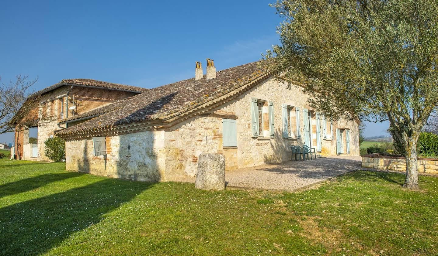 Property with pool Beaumont-de-Lomagne