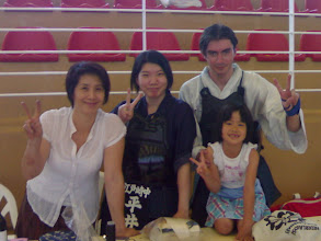 Photo: Yuki (emaishop), her lovely daughters sayachan and mayachan and me on the right.
