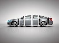 zilveren sportwagen in 6 stukken 'gezaagd'