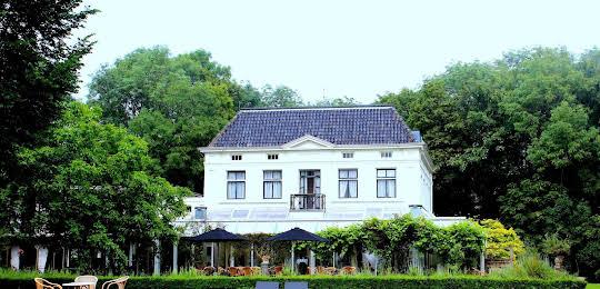 Green White Hotel Restaurant