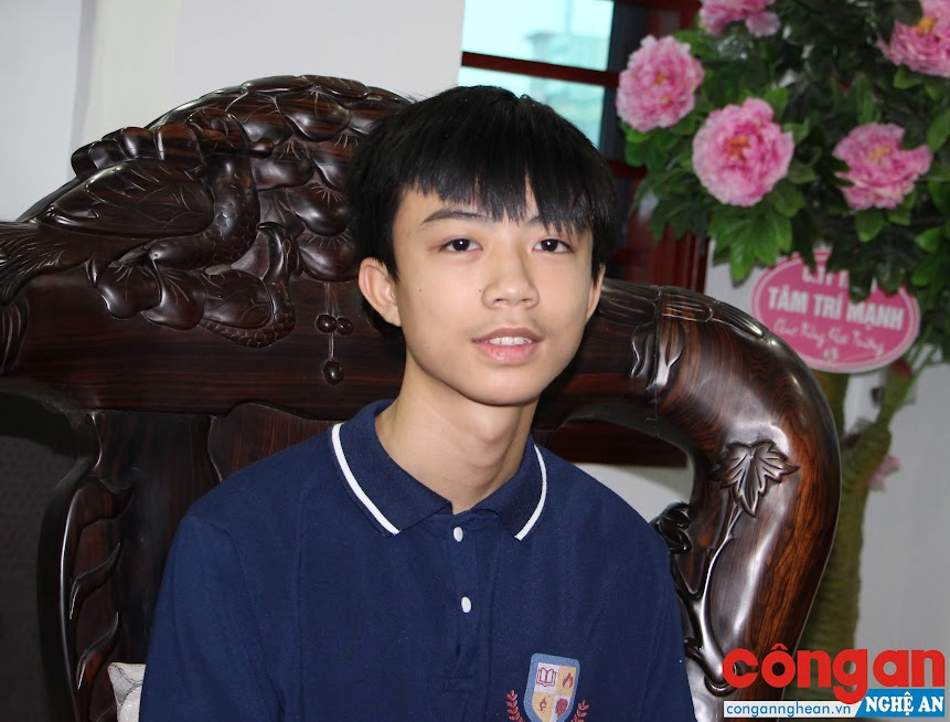 Nhất Long là niềm tự hào của gia đình và thầy trò Trường THCS Cao Xuân Huy vì thành tích học tập xuất sắc