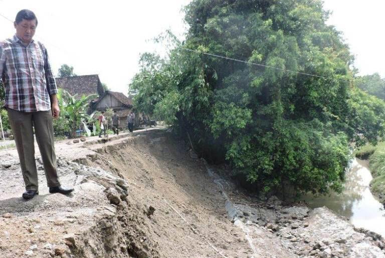 Proyek TPT Dana Desa (DD) desa pelang lor hancur