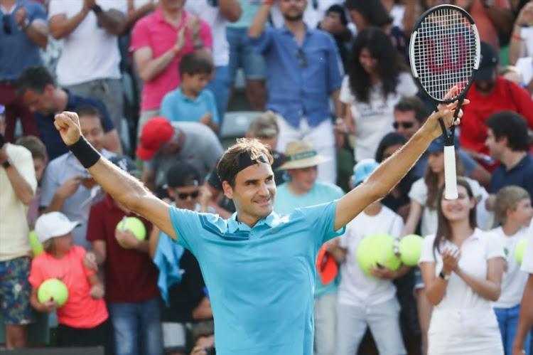 federer into stuttgart final  regains world number one ranking