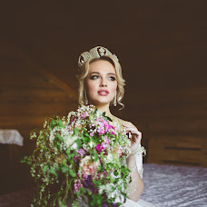 Wedding photographer Oksana Shuvalova (oksanashuvalova). Photo of 07.06.2017