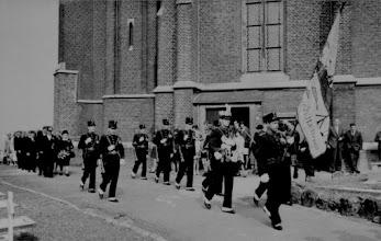 Photo: 50 jarig huwelijk Smeets - Heyenrath 1966 Vaandeldrager: Jan Saive Koning: Leo Janssen Links: Jan Hazen - Jo Steins Rechts: Wiel Monen - Piet Schins - Wiel  Heyenrath