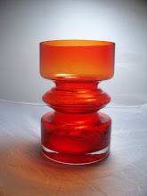 Photo: Riihimaki Riihimaen Lasi Oy Art Glass Red Tiimalasi Vase Nanny Stil