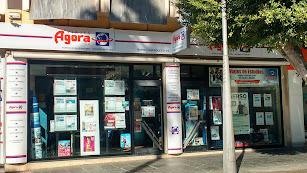 Una agencia de viajes en el centro de Almería.