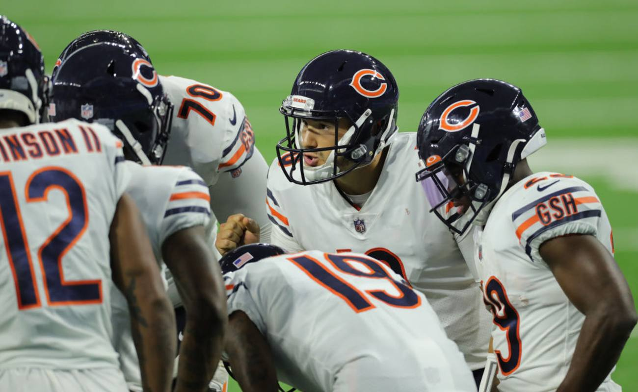 Mitchell Trubisky #10 of the Chicago Bears cels the play in the huddle,  September 13, 2020