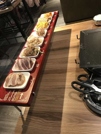 八色味道還不錯 只是肉品一樣容易膩 比較適合人多一點  小章魚建議先稍微燙過 直接醬煮感覺比較不夠熱