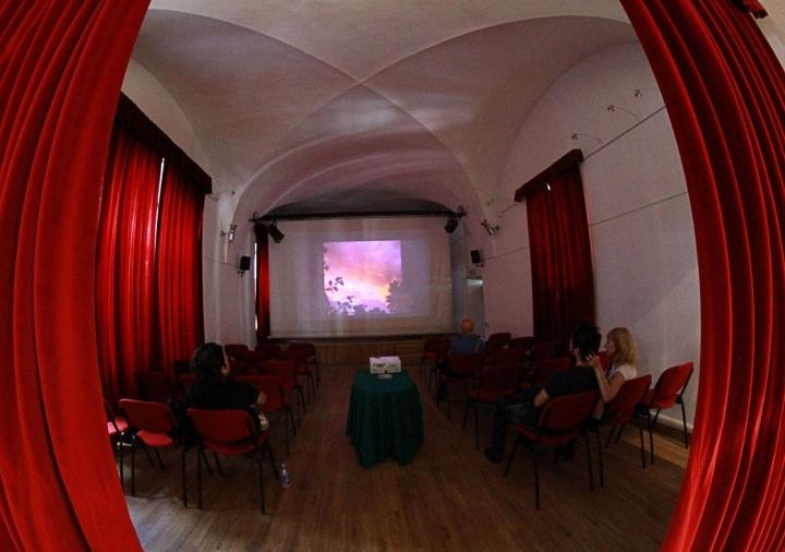 Usare la vista per guardare un film di kaira