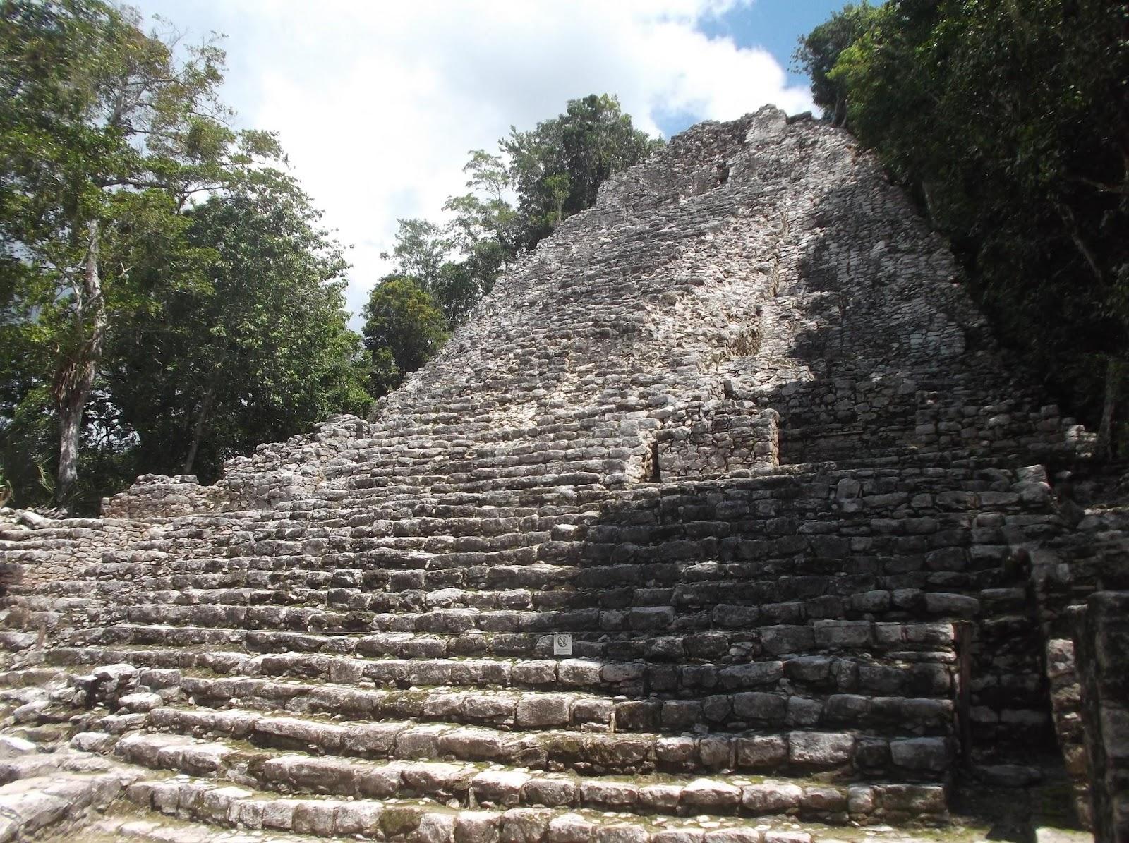 una iglesia del mundo maya