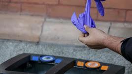 Quitarse los guantes correctamente, esencial para no contagiarse.