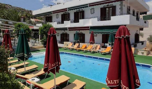 Yianna Hotel