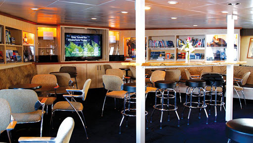wilderness-discoverer-lounge.jpg - The Wilderness Discoverer features a roomy lounge with a flat-screen TV.