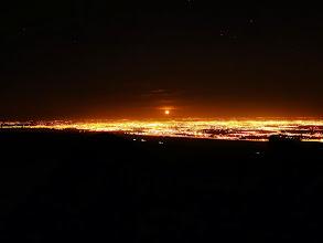 Photo: Vista a la Ciudad con Luna Llena