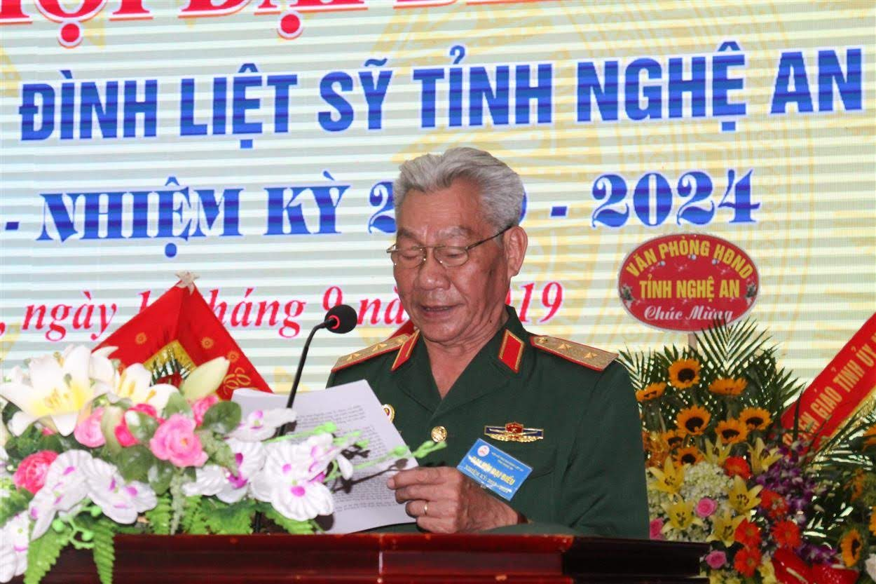 Trung tướng Lê Văn Hân, Chủ tịch Hội Hỗ trợ GĐLS Việt Nam phát biểu tại Đại hội