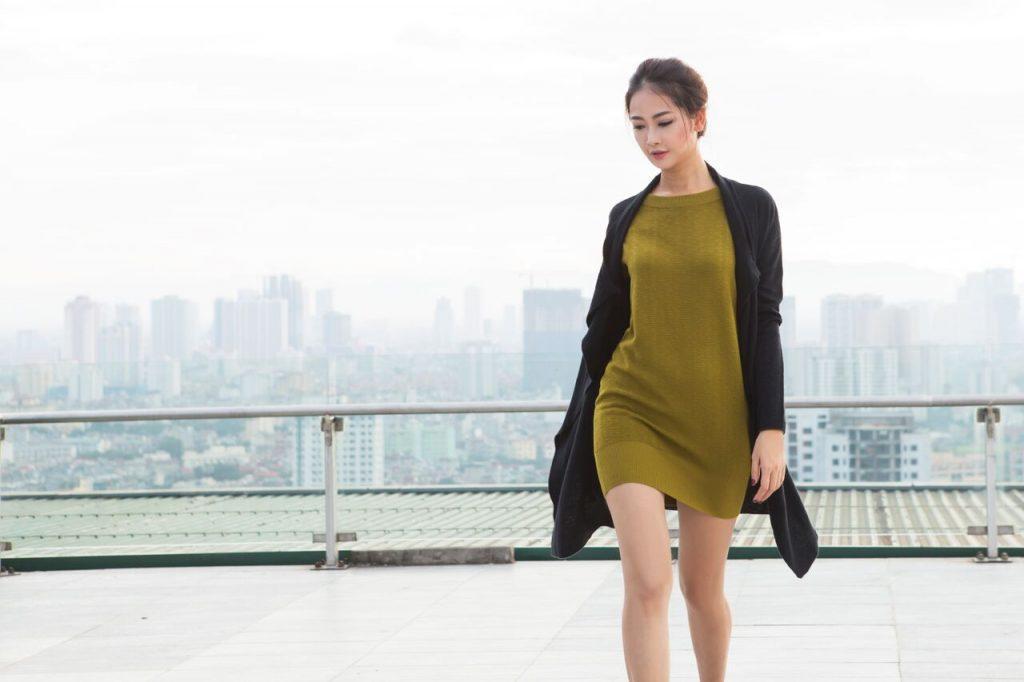 váy liền cũng là món đồ thu đông không thể thiếu trong tủ đồ của các cô nàng công sở