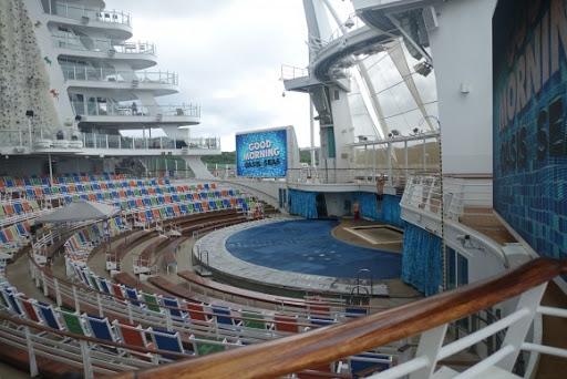 The Aqua Theatre in the Oasis of the Seas