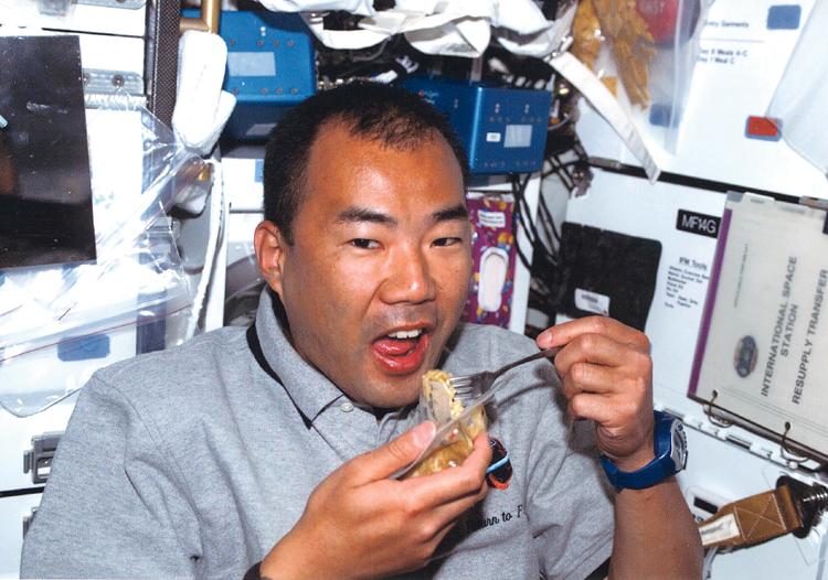 宇宙で食事.jpg