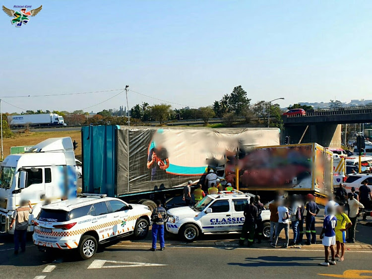 One dead and two trapped in Fields Hill truck crash