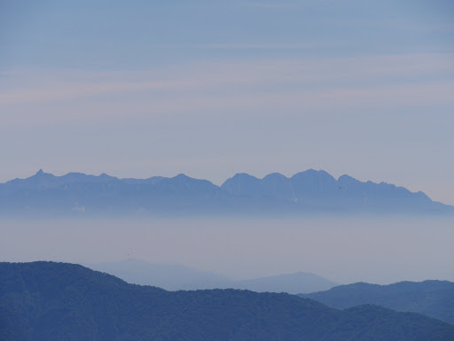 右から穂高連峰・笠ヶ岳・槍ヶ岳など