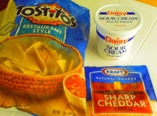 TOPPINGS: serve with shredded cheese, sour cream, black olives, Tostitos, nacho chips or Fritos...
