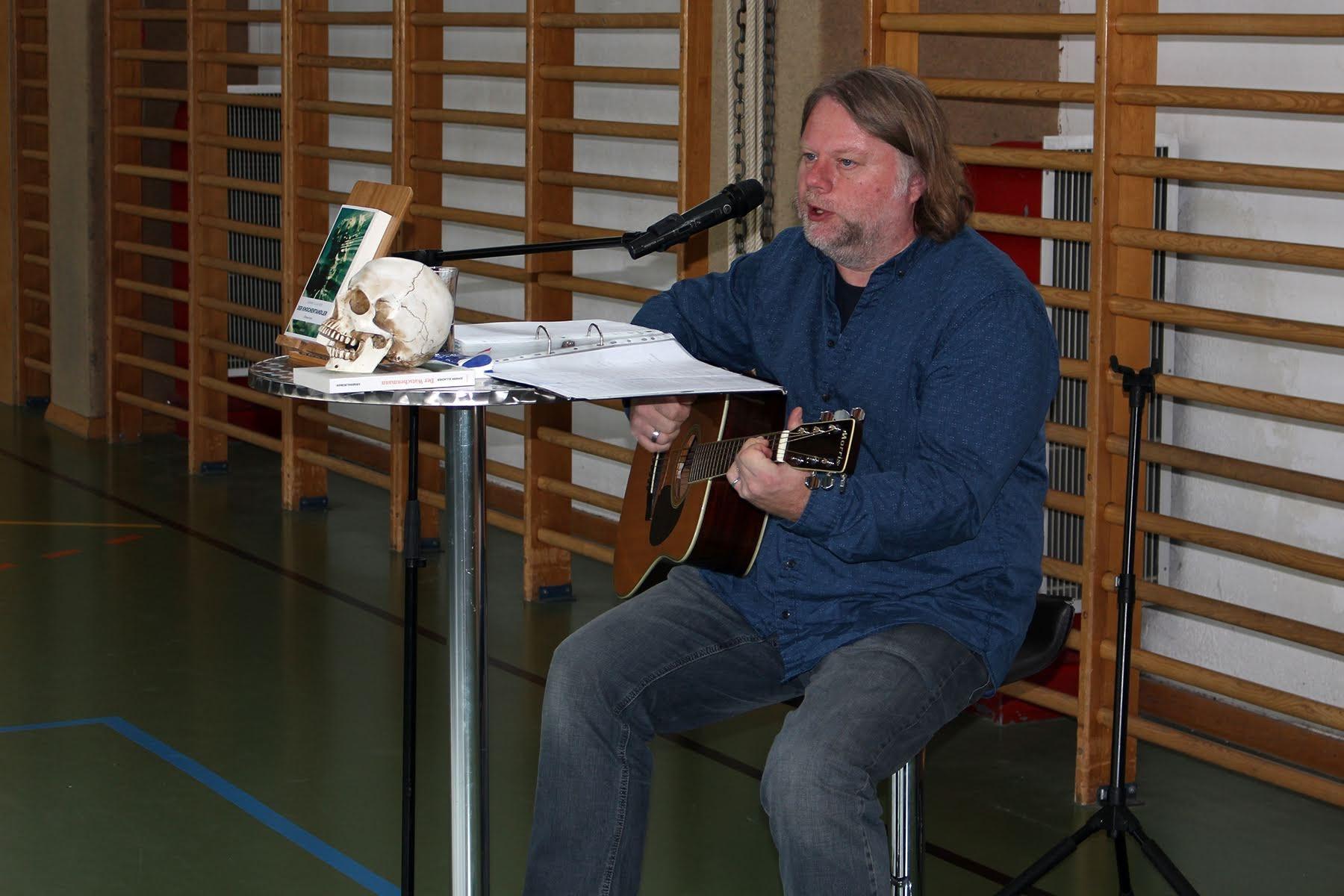 Krimiautor Johann Allacher liest in der HLW Hollabrunn